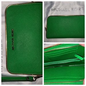 Michael Kors Kelly cross grain leather wallet